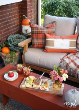 Adorable Fall Home Decor Ideas With Farmhouse Style30