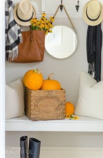 Adorable Fall Home Decor Ideas With Farmhouse Style43