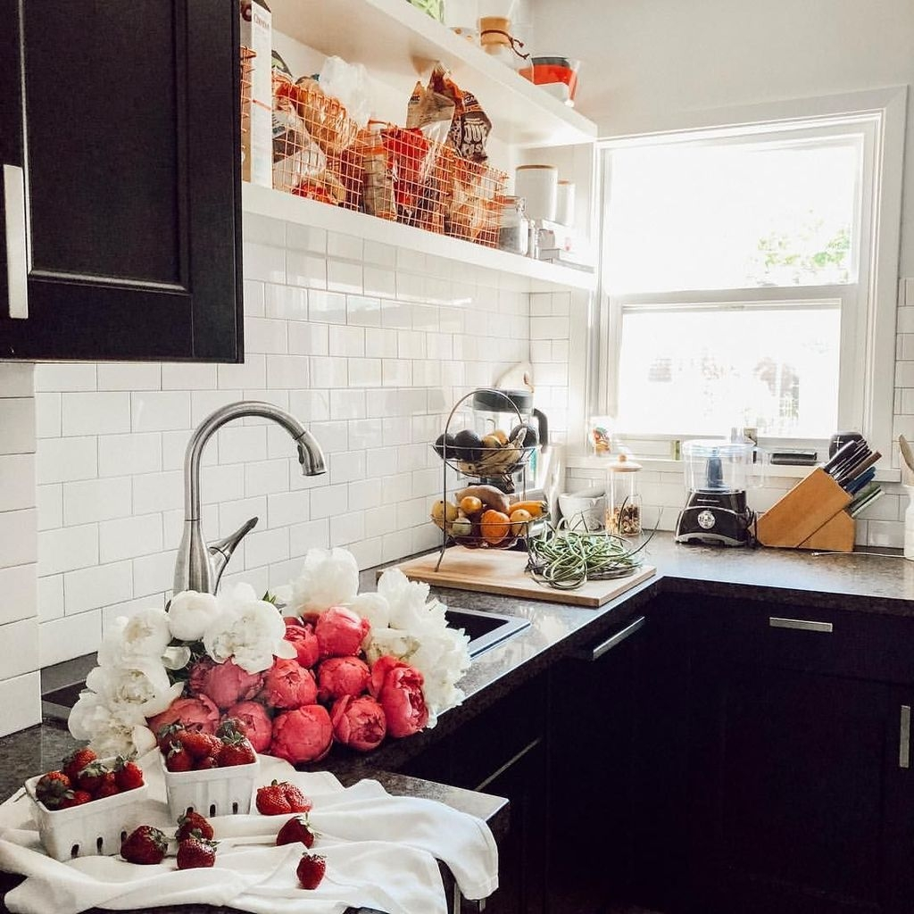 Affordable Black And White Kitchen Cabinets Ideas12