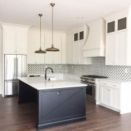 Affordable Black And White Kitchen Cabinets Ideas19