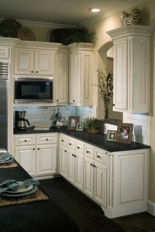 Affordable Black And White Kitchen Cabinets Ideas44