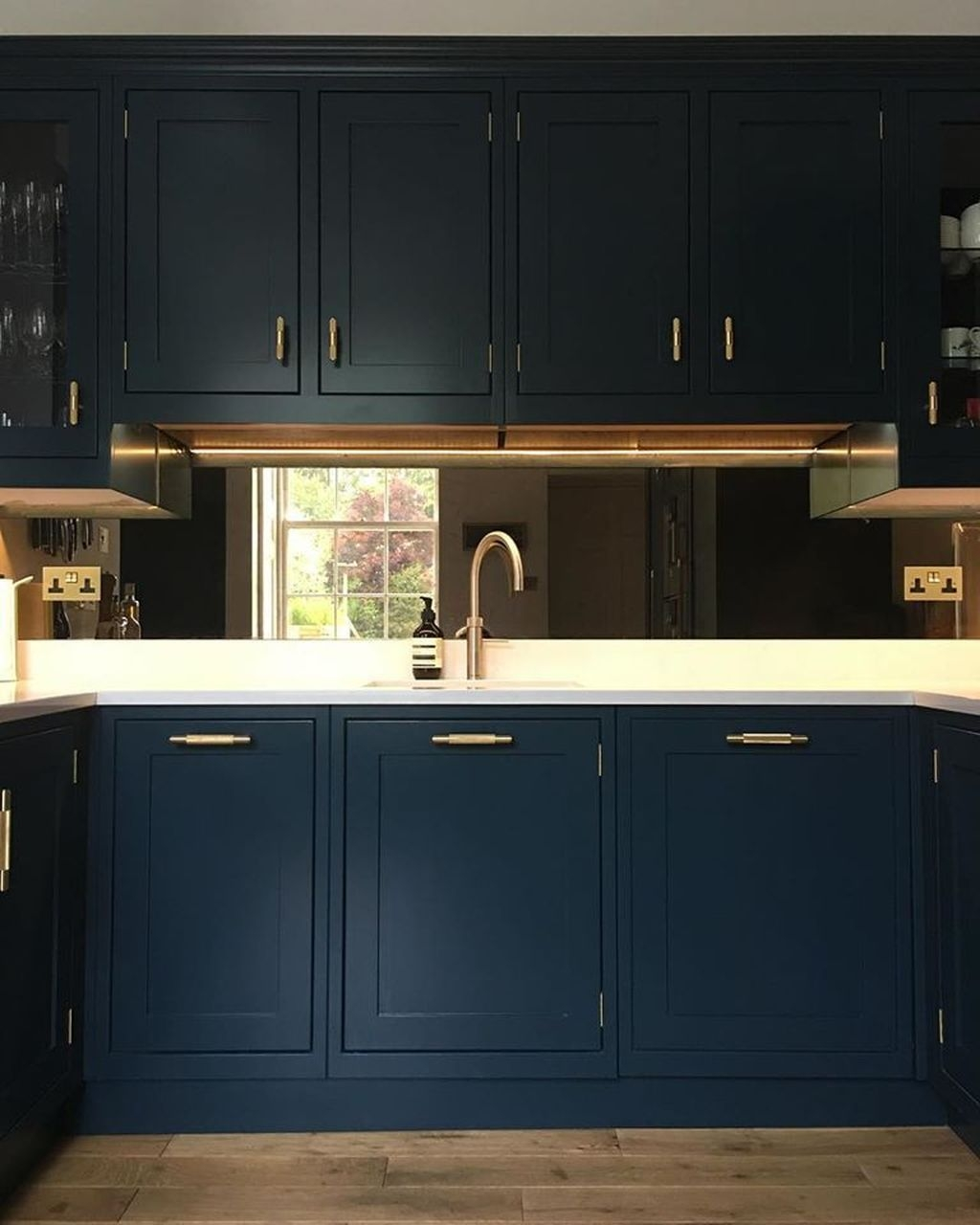 Cozy Dark Blue Kitchen Cabinets Ideas06