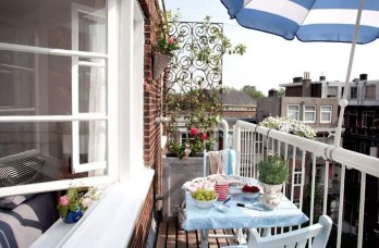 Creative And Simple Fall Balcony Décor Ideas For Small Apartment01