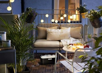 Creative And Simple Fall Balcony Décor Ideas For Small Apartment20