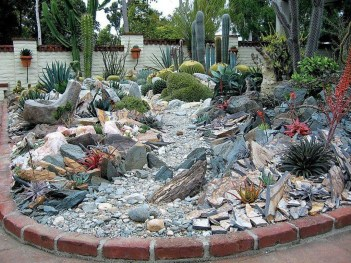 Affordable Rock Garden Landscaping Design Ideas33