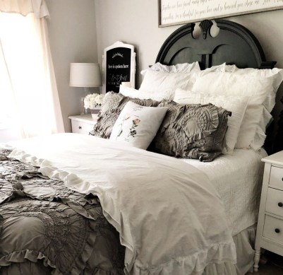 Amazing Farmhouse Style For Cozy Bedroom Decorating Ideas07