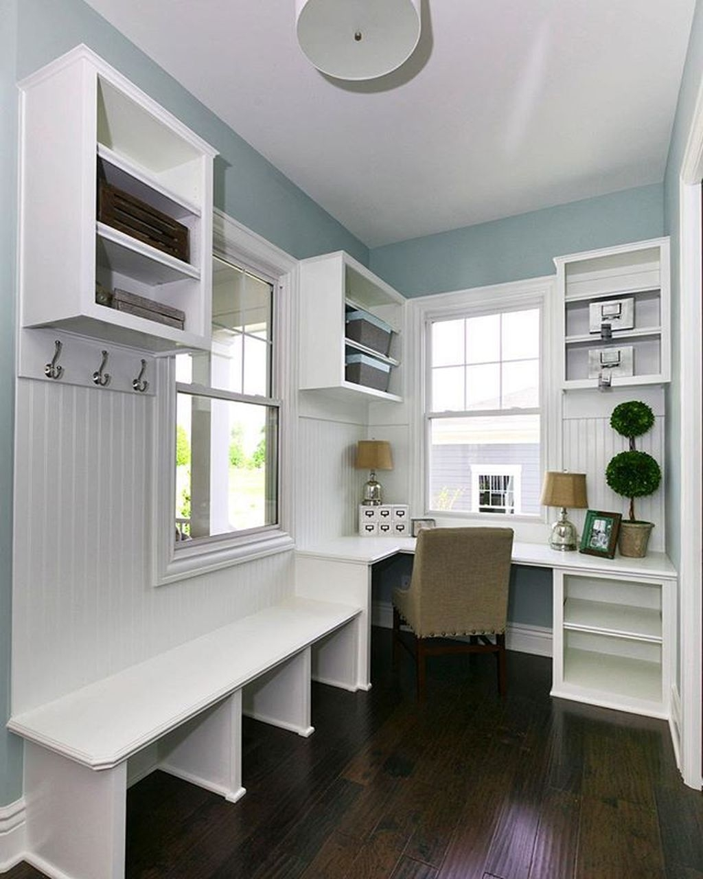 Beautiful Farmhouse Mudroom Remodel Ideas01