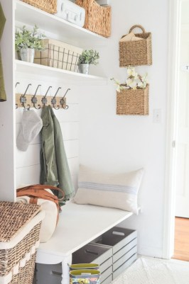Beautiful Farmhouse Mudroom Remodel Ideas37