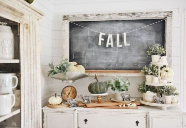 Charming Home Fall Decorating Ideas With Farmhouse Style13