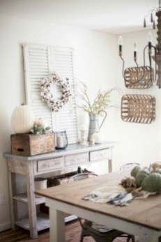 Charming Home Fall Decorating Ideas With Farmhouse Style27