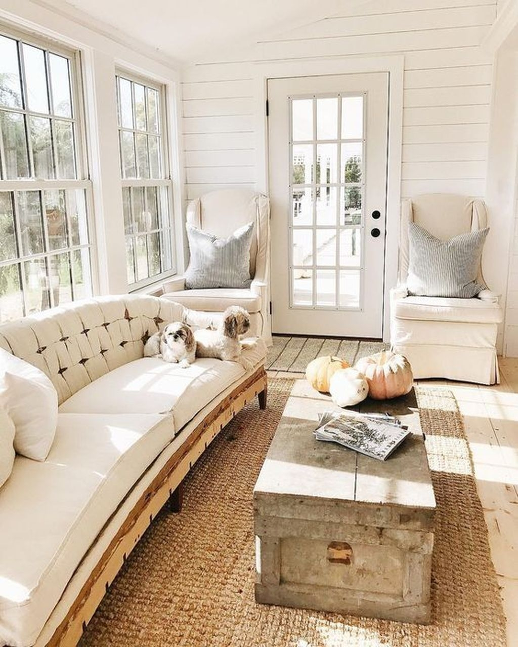 Comfy Farmhouse Living Room Decor And Design Ideas21