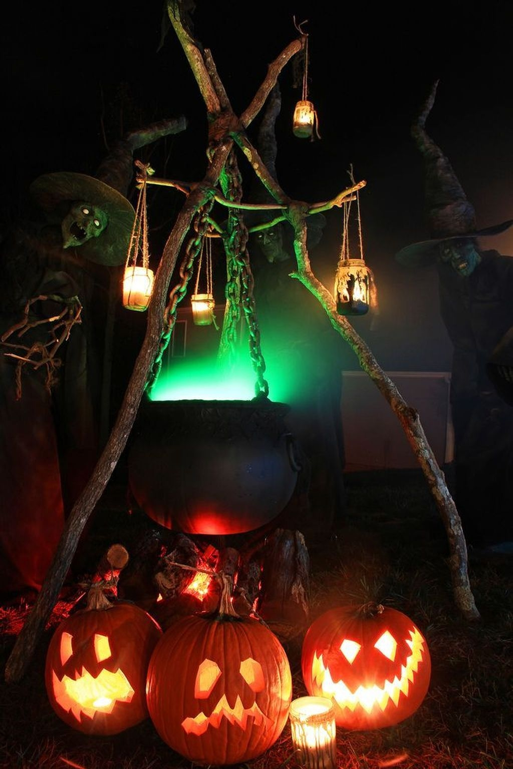 Stylish Wicked Halloween Porch Decorating Ideas On A Budget01