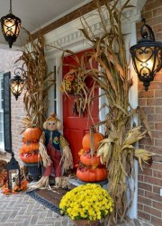 Stylish Wicked Halloween Porch Decorating Ideas On A Budget02