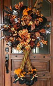 Stylish Wicked Halloween Porch Decorating Ideas On A Budget31