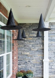 Stylish Wicked Halloween Porch Decorating Ideas On A Budget36