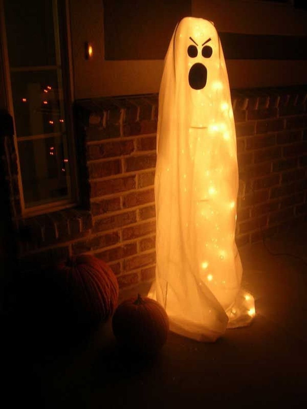 Stylish Wicked Halloween Porch Decorating Ideas On A Budget48