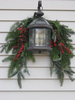 Attractive Front Yard Christmas Decoration Ideas05