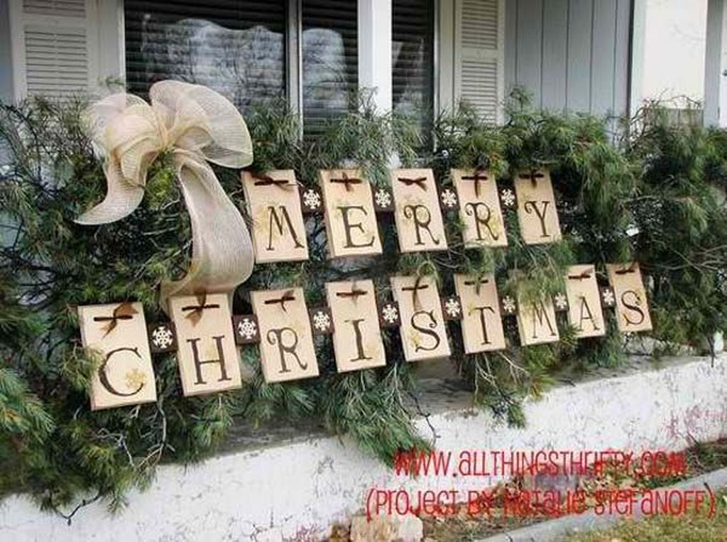 Attractive Front Yard Christmas Decoration Ideas17