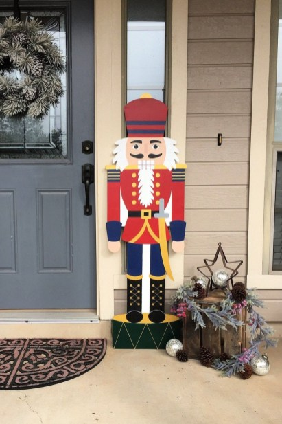 Attractive Front Yard Christmas Decoration Ideas20