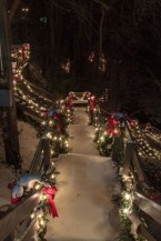 Attractive Front Yard Christmas Decoration Ideas35
