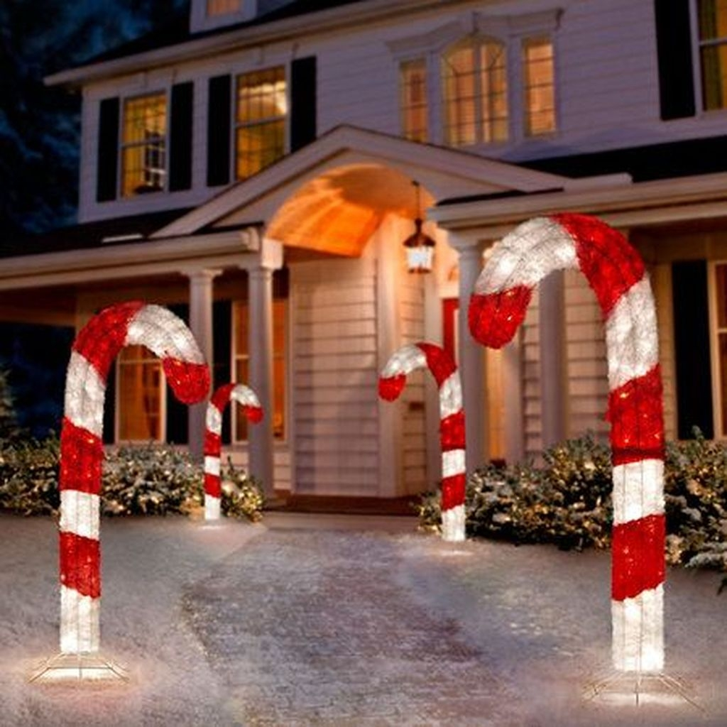 Attractive Front Yard Christmas Decoration Ideas40