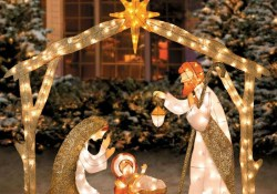 Attractive Front Yard Christmas Decoration Ideas42