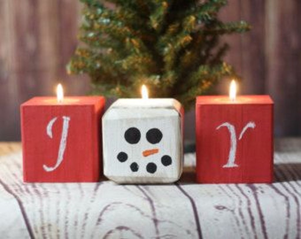 Beautiful Christmas Candle Holders Design Ideas02
