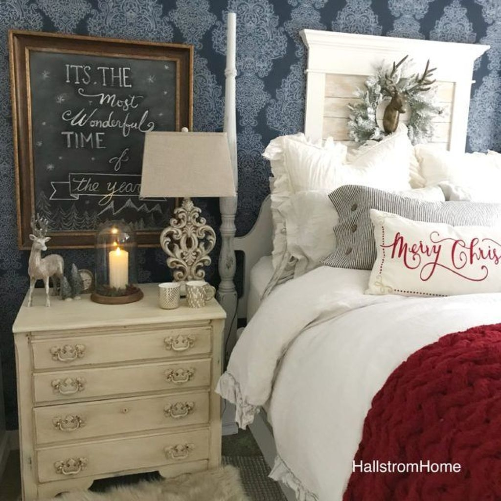 Minimalist Farmhouse Christmas Bedroom Decoration Ideas06