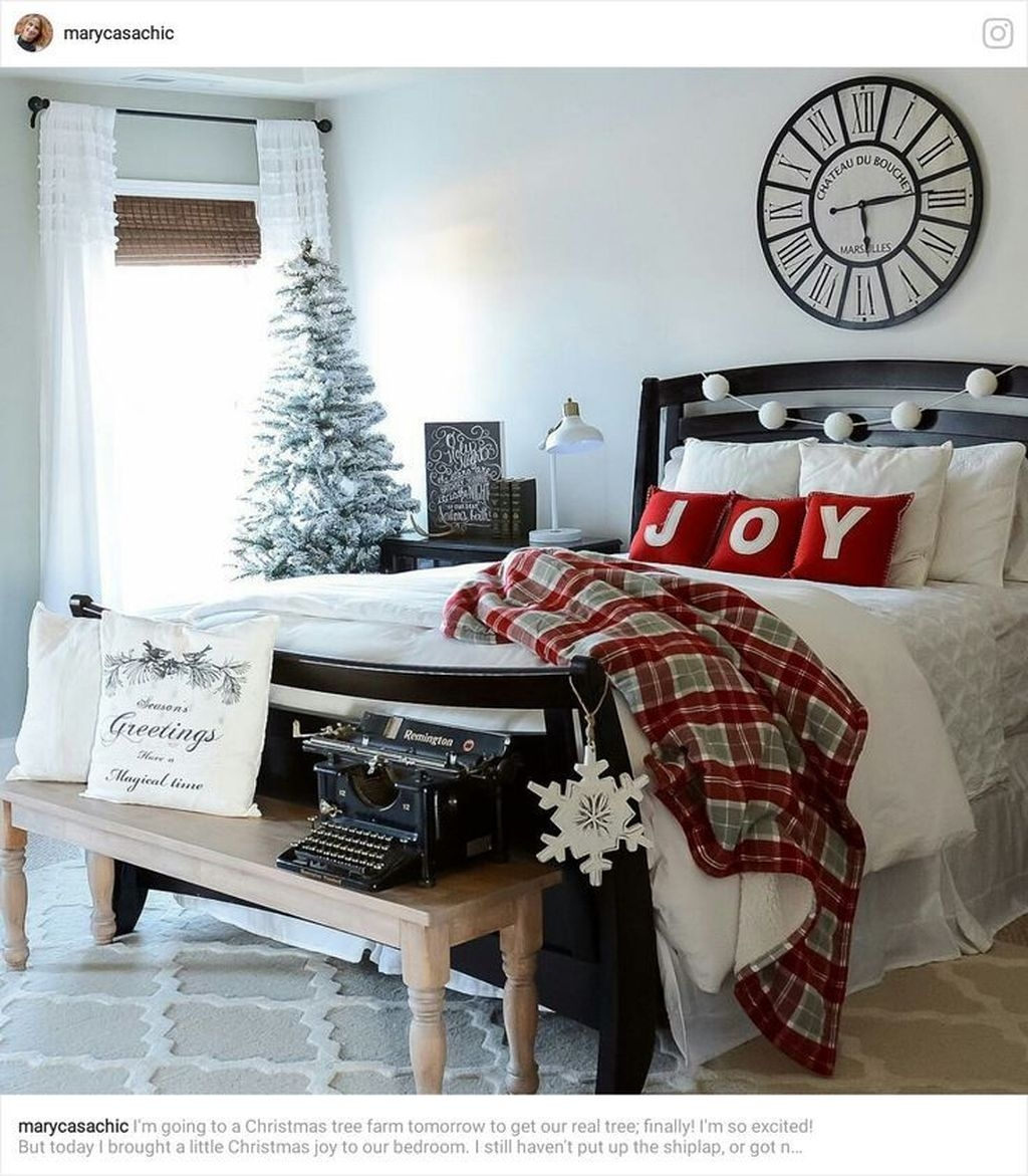 Minimalist Farmhouse Christmas Bedroom Decoration Ideas28