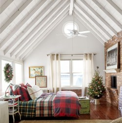 Perfect Christmas Bedroom Decorating Ideas05