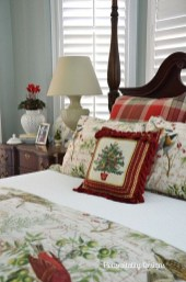 Perfect Christmas Bedroom Decorating Ideas27
