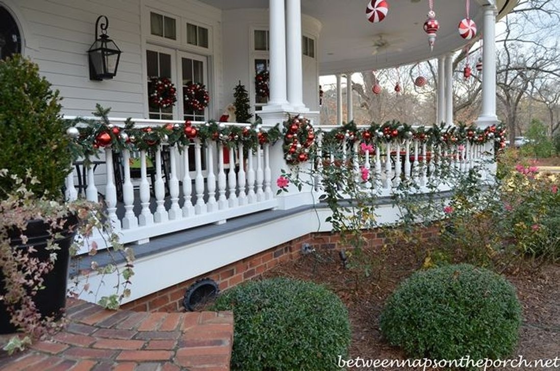 Pretty Christmas Front Yard Landscaping Ideas03