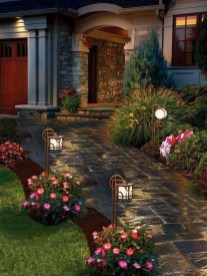 Pretty Christmas Front Yard Landscaping Ideas22