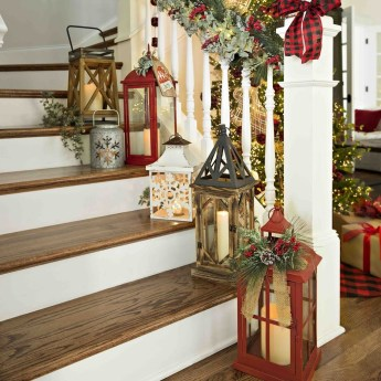 Stunning Farmhouse Christmas Entryway Design Ideas24