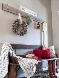 Stunning Farmhouse Christmas Entryway Design Ideas31