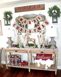 Stunning Farmhouse Christmas Entryway Design Ideas40