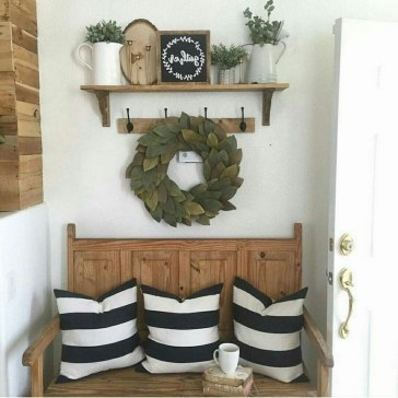 Stunning Farmhouse Christmas Entryway Design Ideas41