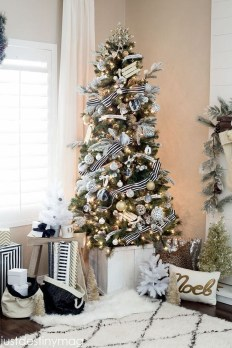 Unique Christmas Tree Decorating Ideas32
