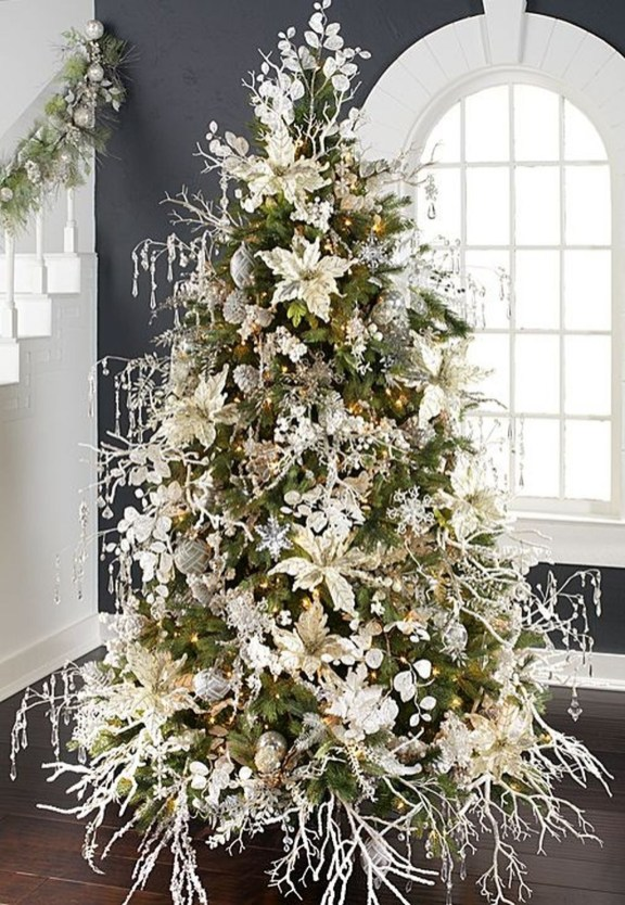 Unique Christmas Tree Decorating Ideas38