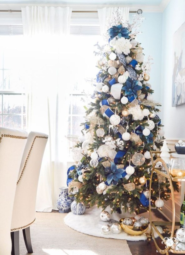 Unique Christmas Tree Decorating Ideas39