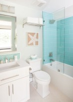 Affordable Beach Bathroom Design Ideas14