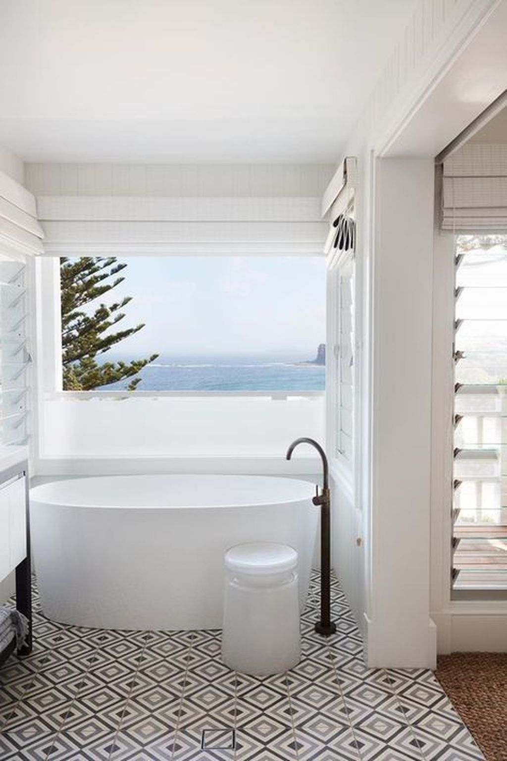 Affordable Beach Bathroom Design Ideas40
