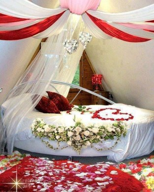 Cozy Bedroom Decorating Ideas For Valentines Day38