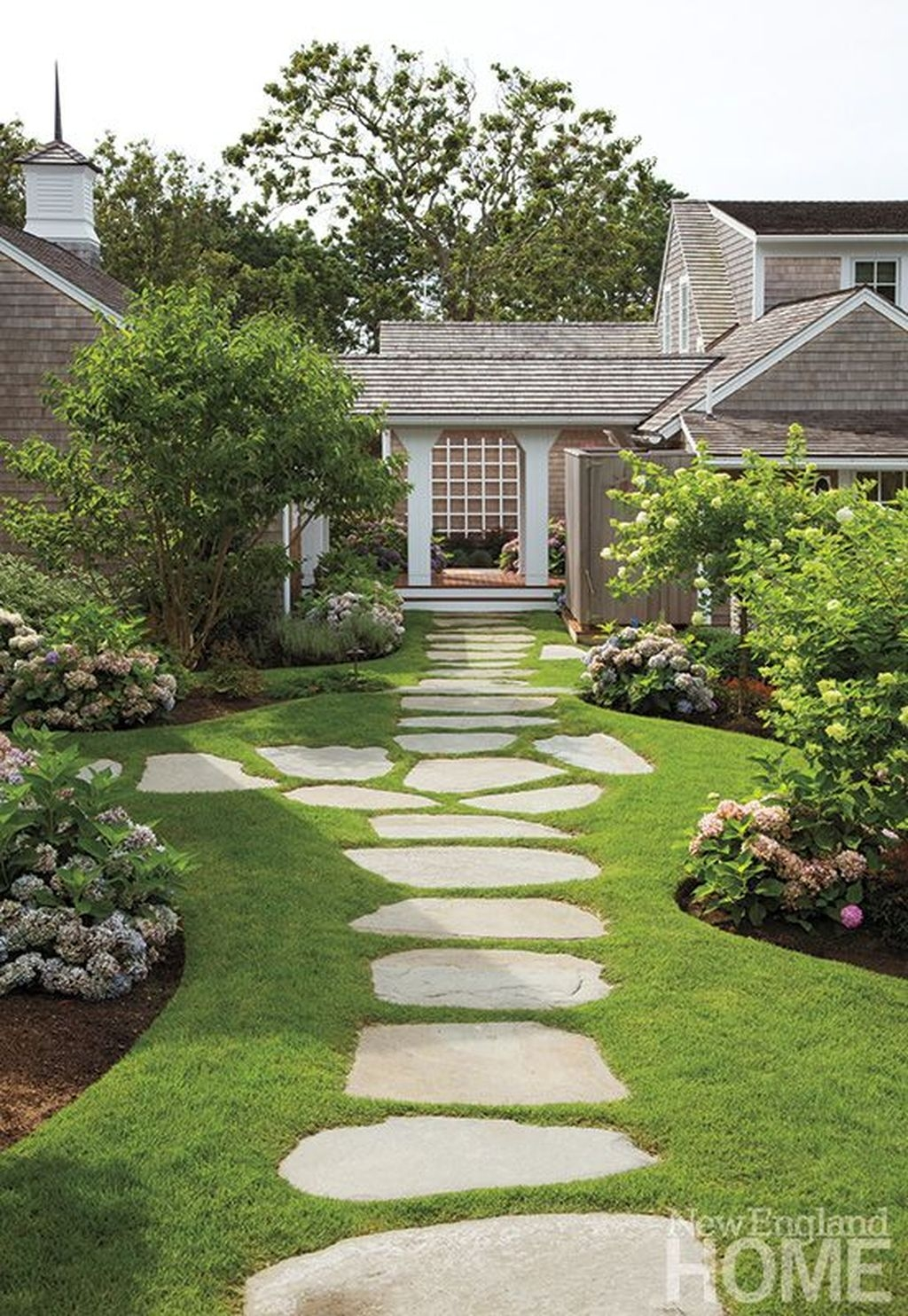 Inspiring Stepping Stone Pathway Decor Ideas For Your Garden10