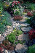 Inspiring Stepping Stone Pathway Decor Ideas For Your Garden14