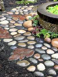 Inspiring Stepping Stone Pathway Decor Ideas For Your Garden16