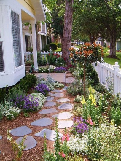 Inspiring Stepping Stone Pathway Decor Ideas For Your Garden22