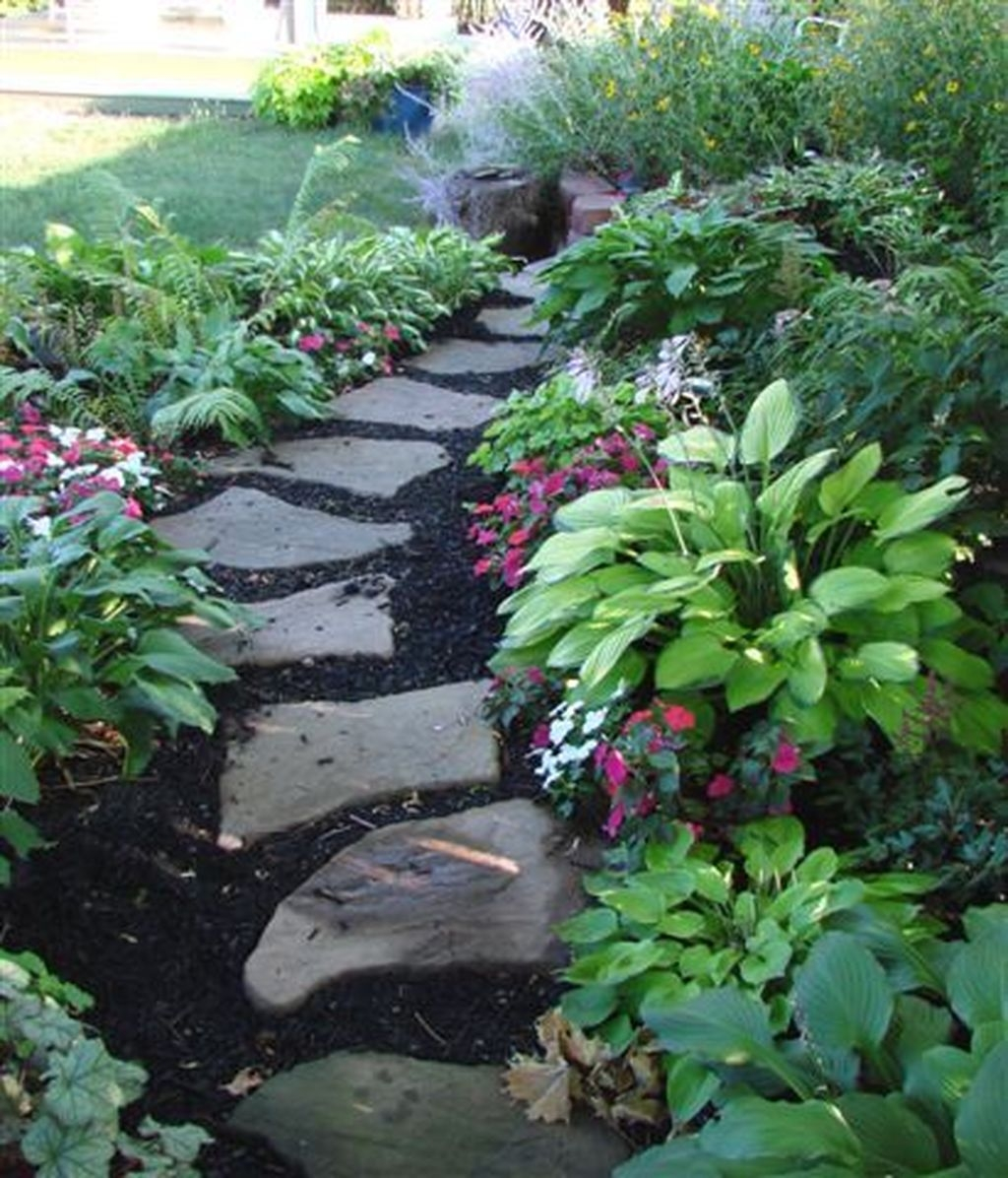 Inspiring Stepping Stone Pathway Decor Ideas For Your Garden24