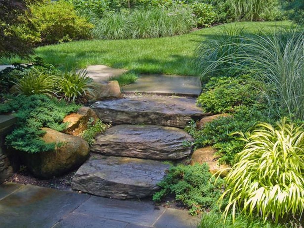Inspiring Stepping Stone Pathway Decor Ideas For Your Garden25