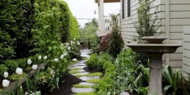 Pretty Front Yard Landscaping Ideas35